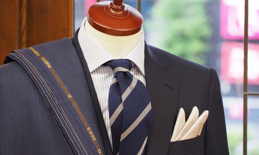 男性には夏でもスーツを着ていただきたいと思います