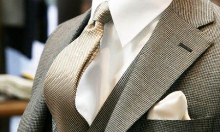 暖かくなると、モヘア混のスーツの季節です。