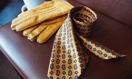 スカーフ? ネクタイ?