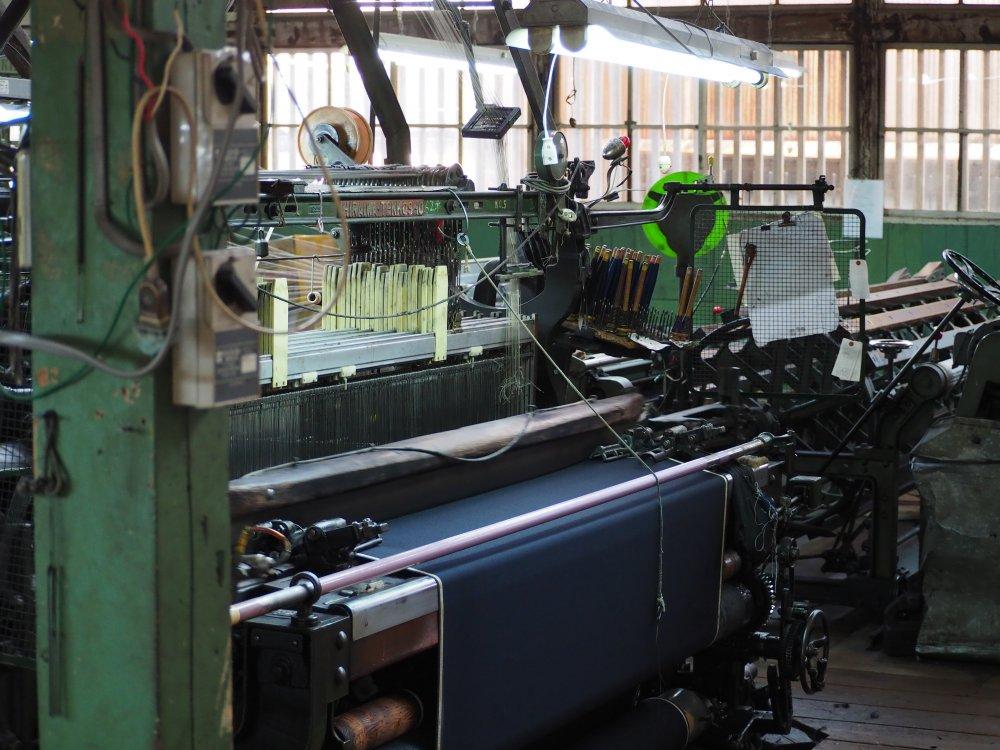 ションヘル式低速織機の生地の特徴とは。
